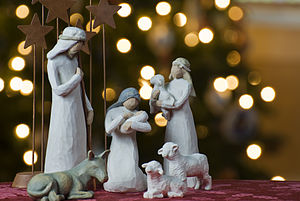 http://stiricrestine.ro/wp-content/uploads/2012/12/Nativity_tree2011.jpg